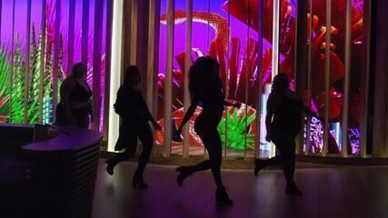 Bastidores da cantora Anitta no 'Conversa com Bial'