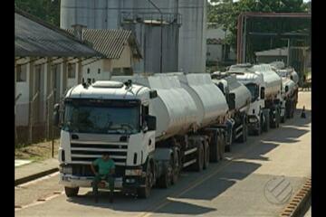 Sindicato dos Petroleiros faz protesto e bloqueia trecho da rodovia Arthur Bernardes