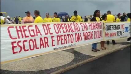Líderes de associações de moradores de favelas cariocas fazem manifestação em Copacabana