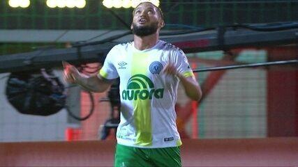 Reinaldo cobra lateral com força para Arthur marcar contra o Fluminense