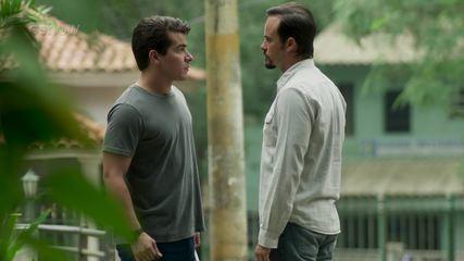 Teaser 'Pega Pega' 06/7: Evandro confessa a Júlio que fez uma loucura por Mônica