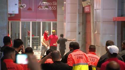 Protesto marca o empate do jogo Internacional x Criciúma