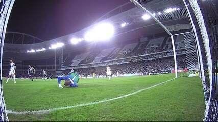 Com defesas importantes e pênalti defendido, Jefferson volta muito bem ao Botafogo