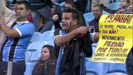 Torcedor do Grêmio pede camisa do goleiro Aranha, da Ponte Preta, e pede desculpas