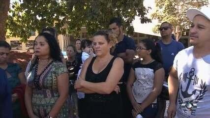 Feirantes fazem protesto no Paço Municipal, em Goiânia