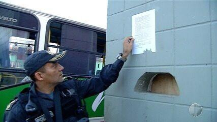 PM faz operação em Mãe Luíza em resposta a cartazes supostamente assinados por facção