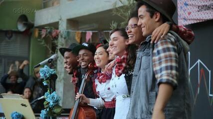 Veja a gravação do clipe 'Garotas do vagão', em Malhação Viva a Diferença