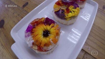 Gelatina com flores comestíveis