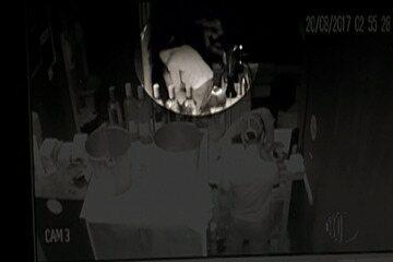 Jovem continua em estado grave após agressões; polícia ouve testemunhas