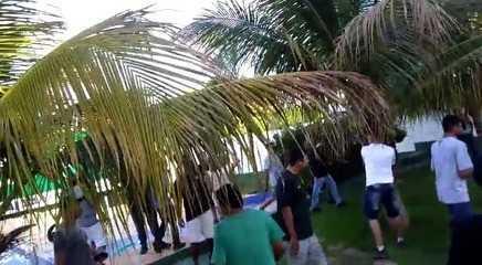 Torcedores do Goiás invadem CT e agridem zagueiro Bruno Aguiar