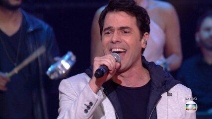 Cláudio Lins cantou 'Aquiele Abraço'