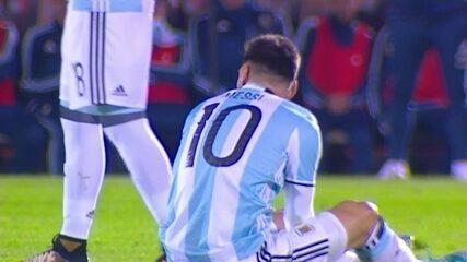 Falta dura de González em cima de Messi no 1º minuto do 2º tempo