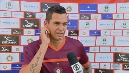 Atacante Casagrande comemora vaga no time titular e gol pelo Boa Esporte