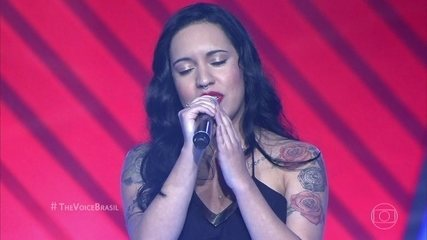 """Samantha Ayara canta """"Pretty Hurts"""""""