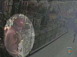 Ladrão se benze antes de roubar loja que vende imagens religiosas, em Campina Grande