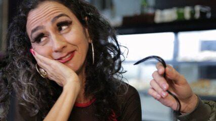 Maria Menezes mapeia o universo das mulheres superproduzidas
