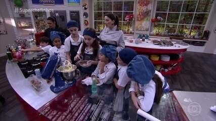 Crianças têm aula de brownies com a chef Carolina Sales