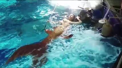 Isis Valverde grava últimas cenas no aquário