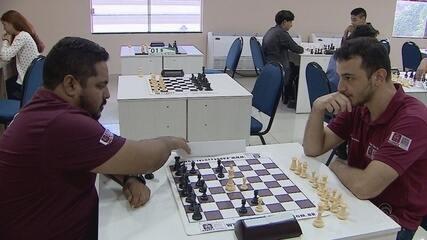 Mestre de xadrez dá dicas de como se sobressair na modalidade