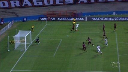 Atlético-GO é derrotado pelo Vasco e se afunda na lanterna