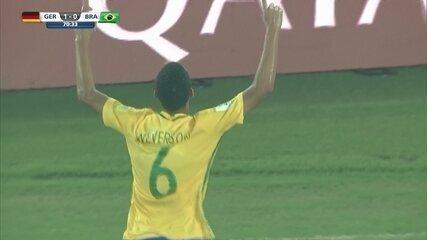 Gol do Brasil! Weverson recebe na esquerda, enche o pé e empata, aos 25 do 2º tempo