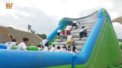 Na Sapucaí, famílias fazem carnaval na Corrida Insana