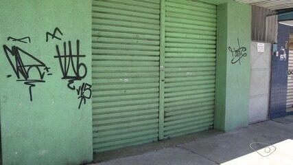 Comerciantes da Leitão da Silva enfrentam toque de recolher, em Vitória