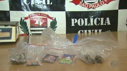 Dupla é presa por suspeita de vender drogas por rede sociais na internet em Ribeirão Preto