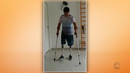 Atropelado em janeiro, gaúcho volta a caminhar com ajuda de prótese graças à solidariedade