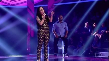 "Samantha Ayara canta ""What About Us"""