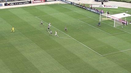 Lucas Fernandes faz fila, mas chuta fraco e Gatito faz a defesa, aos 5 do 2º tempo