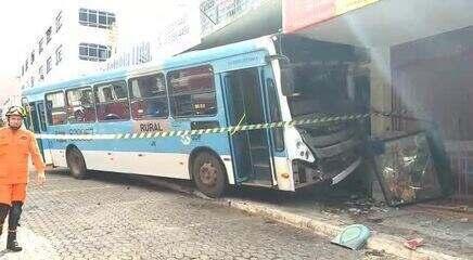 Ônibus que invadiu prédio de Taguatinga, no DF