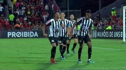 Gol do Santos! Arthur Gomes finaliza da esquerda e Muralha falha mais uma vez aos 28' do 2