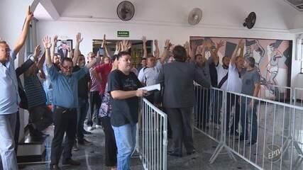 No dia seguinte ao rebaixamento, eleição na Ponte Preta é suspensa até sexta-feira