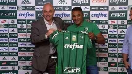 Mauricio Galiotte apresenta Roger Machado e entrega camisa do Palmeiras ao técnico