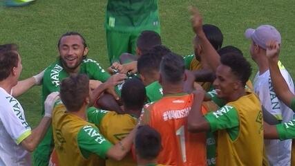 Os gols de Chapecoense 2 x 1 Coritiba pela 38ª rodada do Brasileirão
