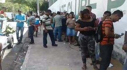 Cadastrados para residencial Maceió 1 fazem fila para assinar contratos