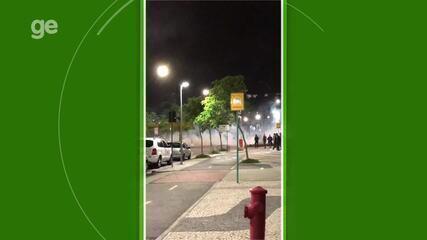Batalhão de Choque chega para tentar acalmar ânimos de torcedores em hotel no RJ