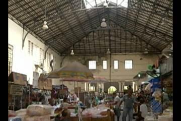 Vendedores e clientes reclamam da falta de manutenção do Mercado de São Brás