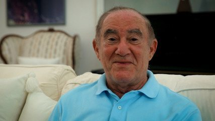 """Renato Aragão se diverte ao rever trecho de """"Os Trapalhões"""" em entrevista ao Gshow"""