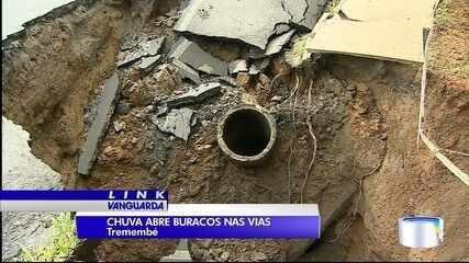 Moradores de Tremembé estão preocupados com os buracos abertos nas vias