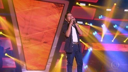 Gustavo Dezani canta 'É Com Ela Que Eu Estou'