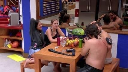 Patrícia pede que Ana Paula não se envolva em confusão