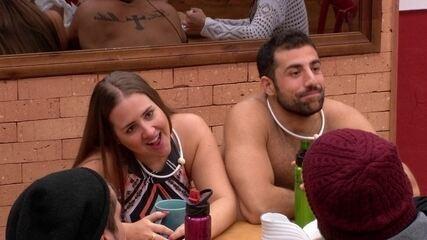 Patrícia diz para Caruso: 'Estou louca pra te ver sem barba'