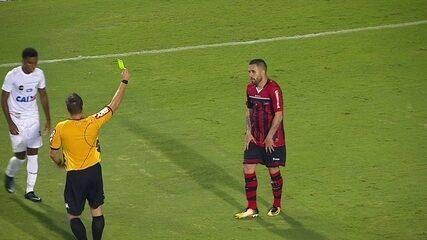 Rodrygo entra pelo Santos e faz três jogadores do Ituano levarem cartões amarelos
