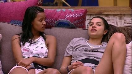 Paula conta para Gleici sobre Ana Clara e Breno: 'Que confusão ontem'
