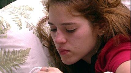 Ana Clara e Caruso conversam sobre Breno e Jaqueline entra no quarto