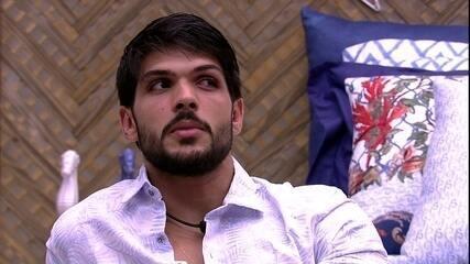 Lucas fala sobre Kaysar: 'Ele força'