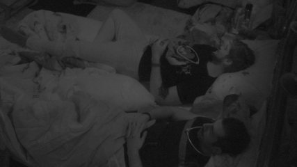 Kaysar diz a brothers: 'Não estou mais acostumado dormir na cama. É muito chique!'
