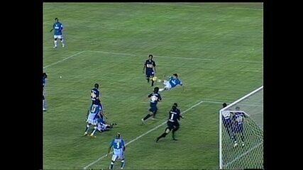 Wagner marca de voleio na derrota do Cruzeiro para o Boca Juniors, em 2008